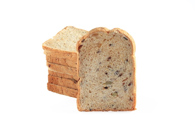 Fette di pane integrale di grano su isolato su uno sfondo bianco, ingredienti biologici, cibo sano