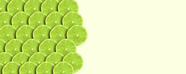 Fette di calce verde su sfondo giallo, immagine panoramica mock-up, frutta fresca con spazio per il testo