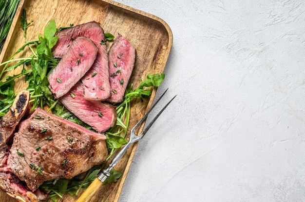 Affettato bistecca di carne di manzo alla griglia con copia spazio
