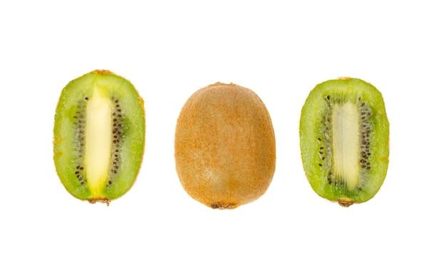 Kiwi a fette, polpa verde succosa dolce. foto di studio