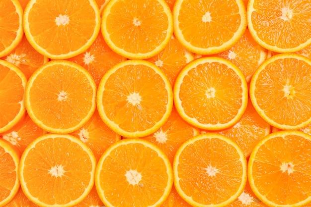 Fette di arance come sfondo, vista dall'alto.
