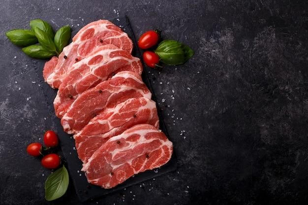 Affetta la lonza di maiale
