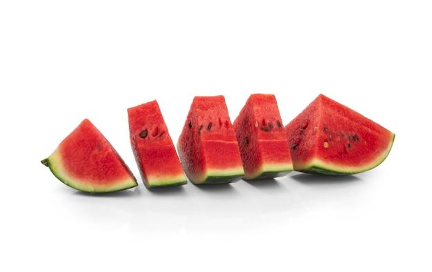 Fette di frutta anguria isolati.