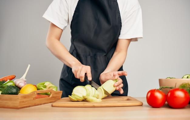 Affettare le verdure cucinare cibo cibo sano dieta alimentare economia