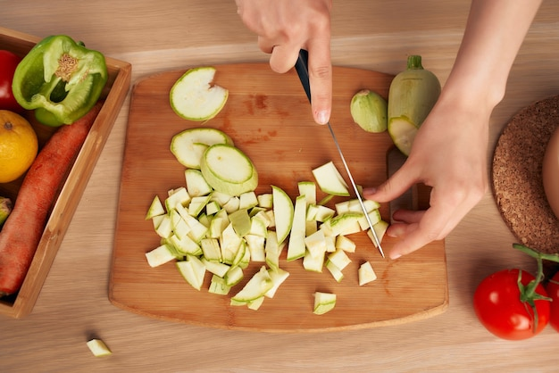Affettare le verdure cucina cucinare mangiare sano