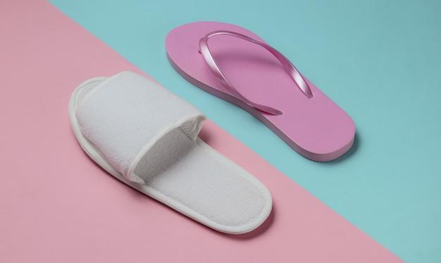 Pantofole e infradito su carta colorata