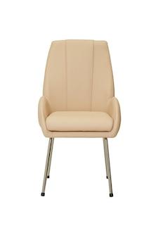 Piccola sedia in pelle beige in stile rigoroso isolato su sfondo bianco, vista frontale. mobili moderni in stile minimal, interni, design per la casa o l'ufficio