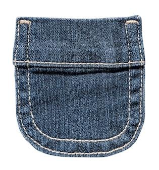 Piccola tasca blue jeans con cuciture bianche isolate su sfondo bianco.
