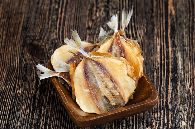Pesciolini eviscerati ed essiccati sotto sale, pesciolini essiccati e macellati