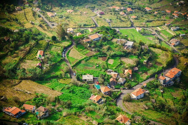 Piccole case nel villaggio di mare