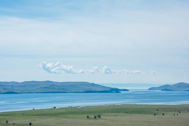 Piccolo mare. siberia lago baikal in estate