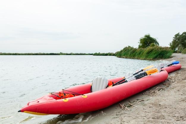 Piccola imbarcazione per kayak e canottaggio a remi