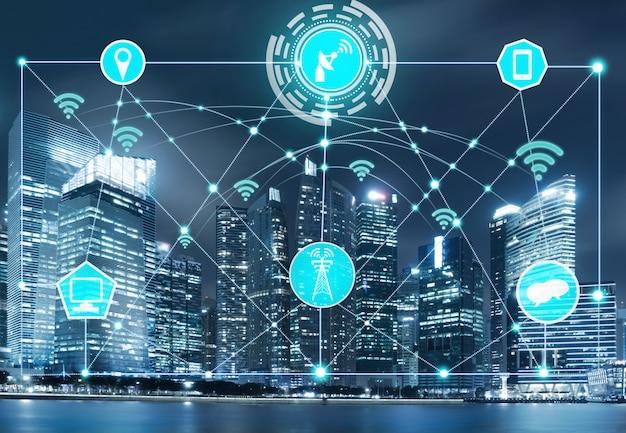 Skyline della città intelligente con rete di comunicazione wireless