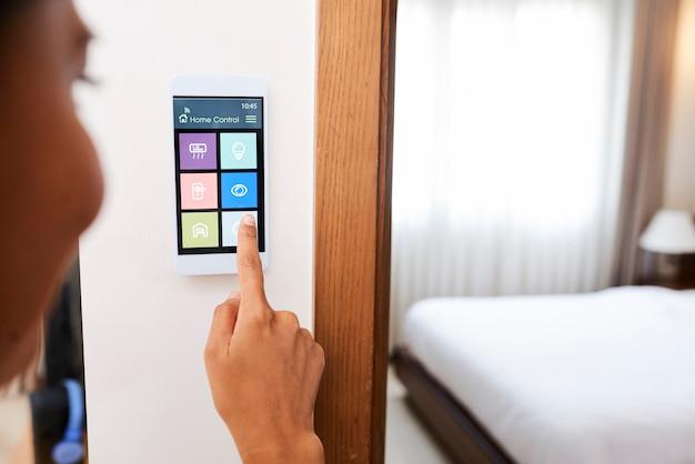 Sistema di casa intelligente in appartamento
