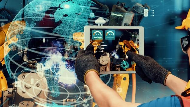 Modernizzazione di bracci robotici industriali intelligenti per tecnologie di fabbrica innovative