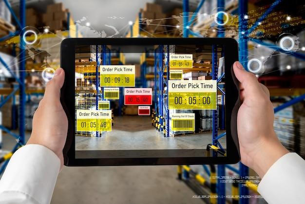 Sistema di gestione intelligente del magazzino che utilizza la tecnologia della realtà aumentata