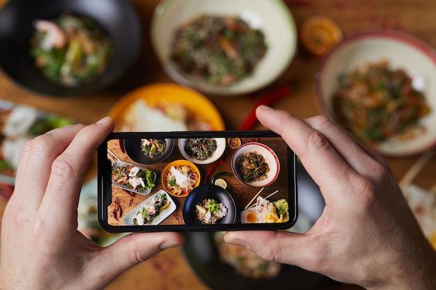 Foto di smartphone di delicious food