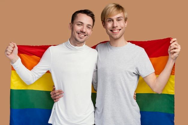 Coppia gay smiley con simbolo lgbt