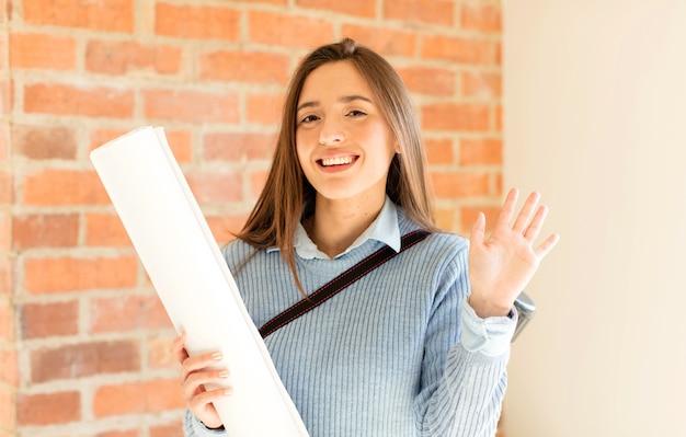 Sorridendo allegramente e allegramente, agitando la mano e salutandoti o salutandoti