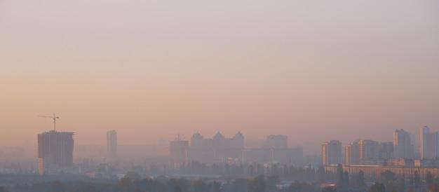 Smog nella città urbana
