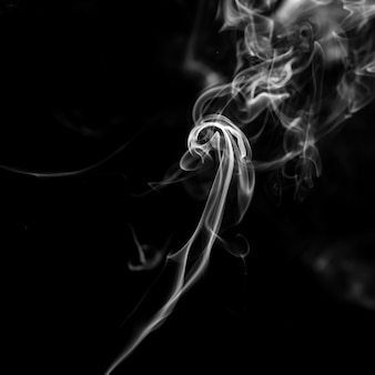 Fumo su sfondo nero