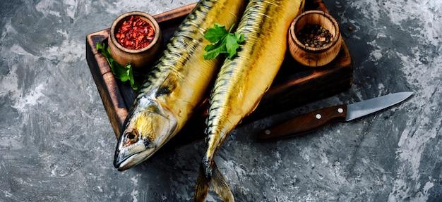 Sgombro di pesce affumicato