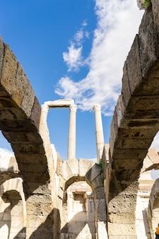 Smirne agorà antica città. smirne, turchia. smirne era una città greca sulla costa egea dell'anatolia.