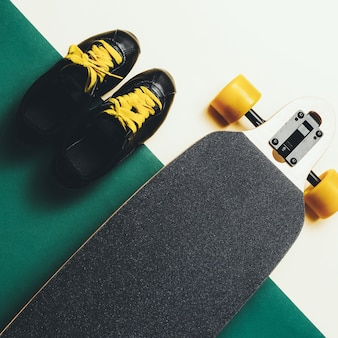 Sneakers e skateboard urban style moda minimal design