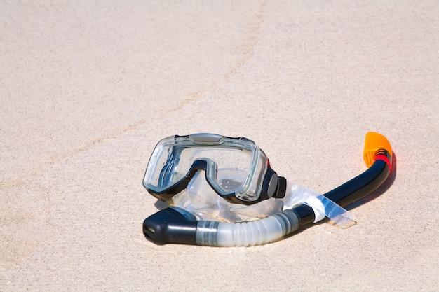 Snorkeling e maschera sulla sabbia