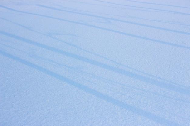 Sfondo di neve, manto bianco e linee con le ombre