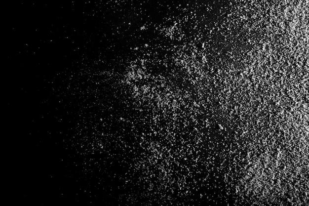 Neve sugli sfondi di carta nera