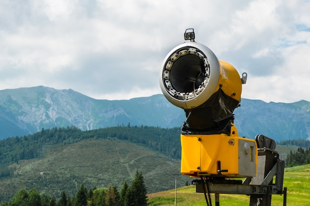 Cannone da neve in montagna cannone da neve per la produzione di neve artificiale