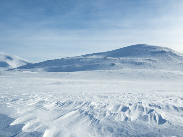 Montagne ricoperte neve in norvegia