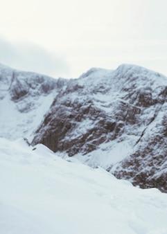 Montagna innevata del ben nevis