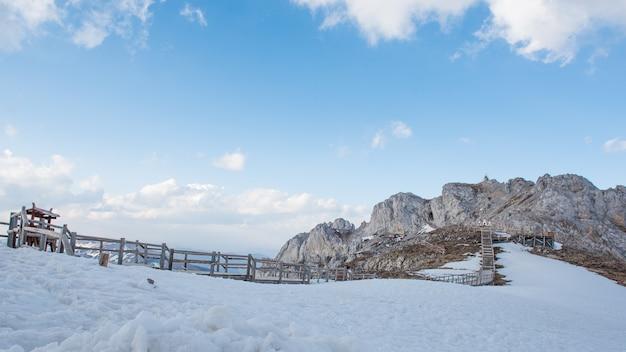 La montagna di neve di shangri-la, in cina
