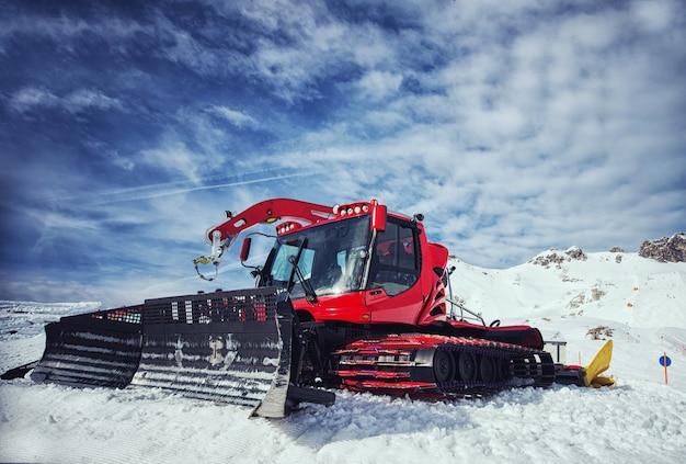 Attrezzatura per la rimozione della neve sul pendio