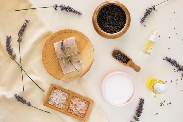 Cosmetici naturali di sapone e lavanda spa