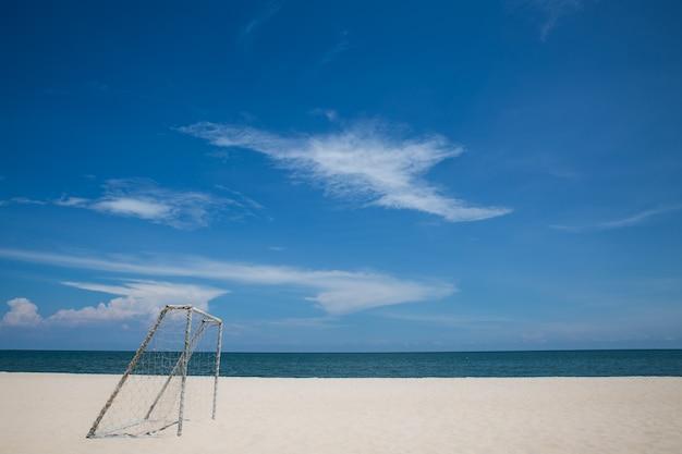Obiettivo di calcio sulla spiaggia