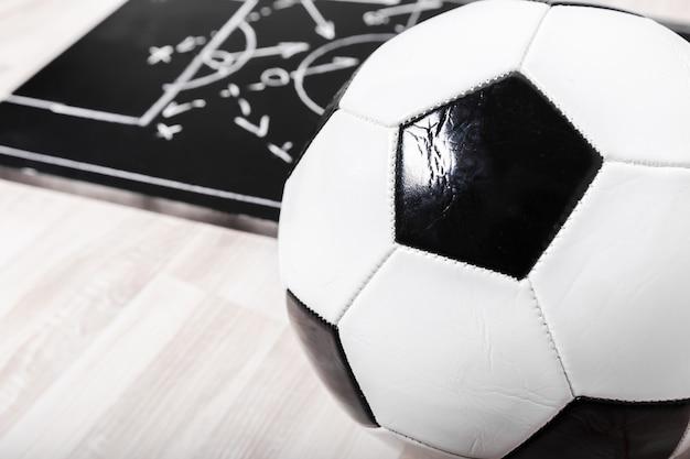 Scheda di gesso di piano di calcio con tattica di formazione