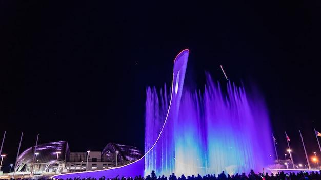 Parco olimpico di soči. fontana di luce e musica, russia.