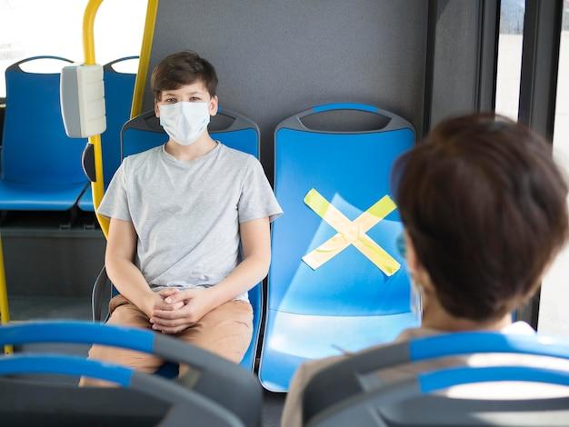 Distanza sociale nei trasporti pubblici Foto Premium