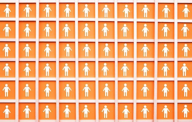 Distanziamento sociale con l'icona di molte persone in piazza