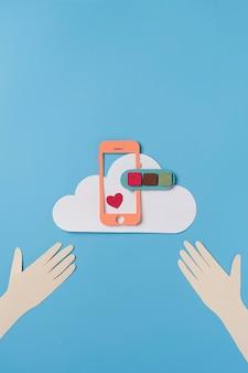 Concetto di social media con cornice del telefono
