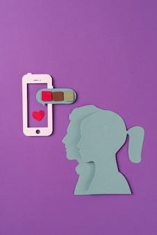 Social media still life con forme di persone