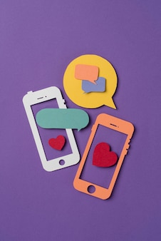 Natura morta sui social media a forma di telefono