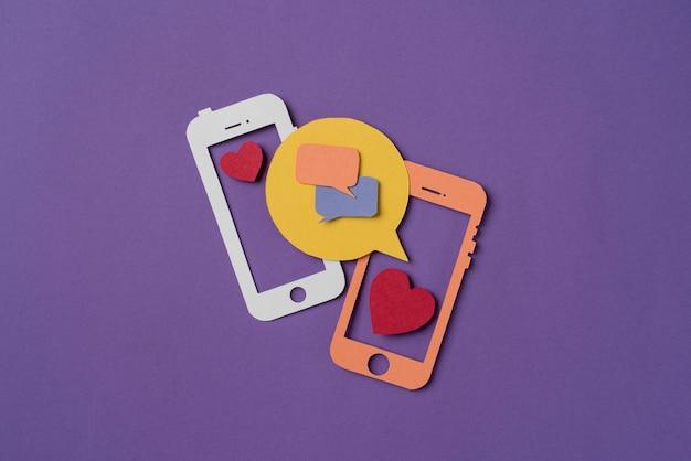 Social media con forme di telefono