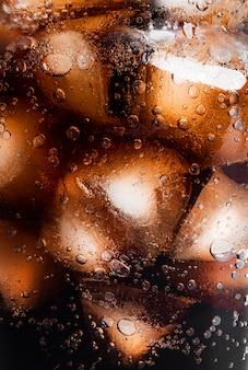 Soda con sfondo di ghiaccio