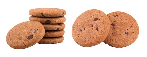 Biscotto morbido al burro al cioccolato con ripieno di cioccolato isolato su sfondo bianco