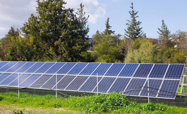 Il pannello solare produce energia verde ed ecologica dal sole.