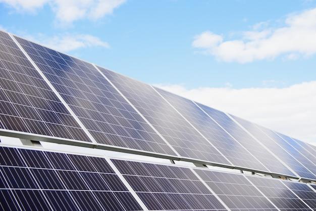 Il pannello solare produce energia verde ed ecologica dal sole